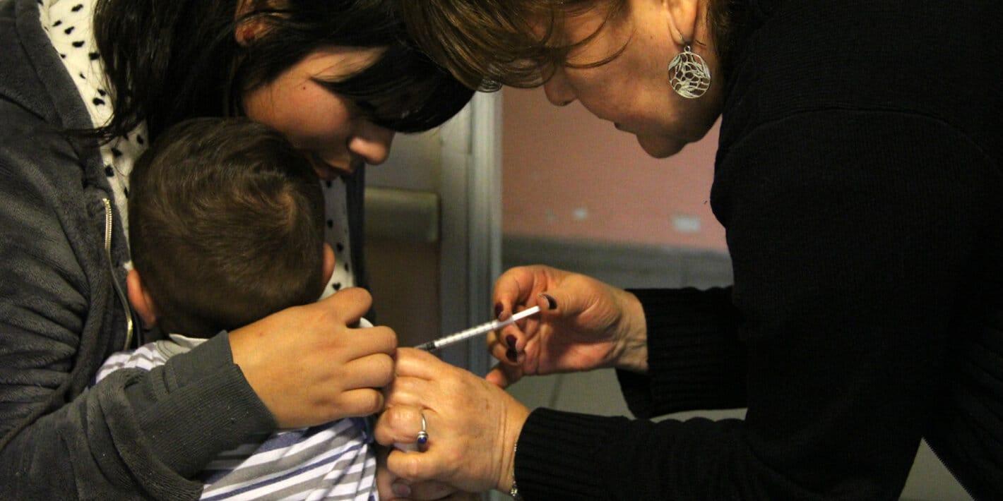 La OPS insta a los países a que mantengan los programas de vacunación durante la pandemia de COVID-19